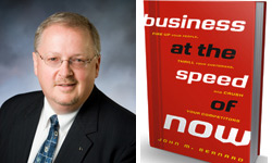 John Bernard en voorkaft van zijn boek Business at the Speed of Now